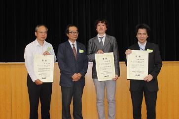 吉田 聡氏(中央)と三宅浩二氏(左)、大城竹彦氏(右)