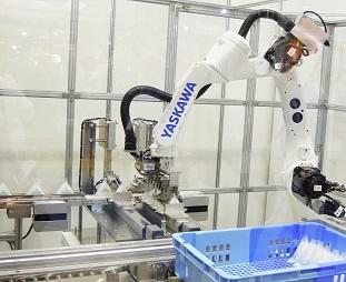 安川電機「おにぎり番重詰めロボットシステム」