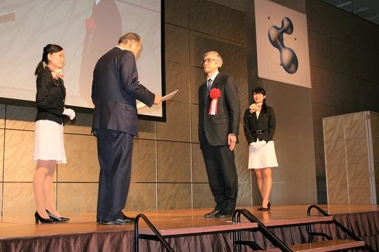 表彰される日本電産シンポ